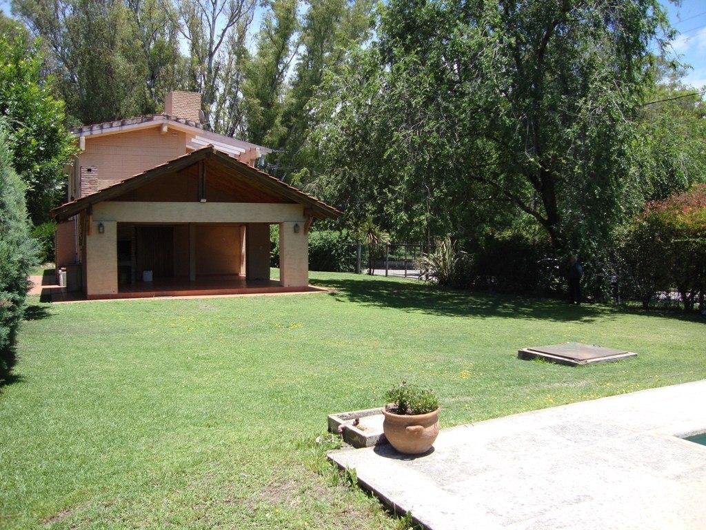 muy linda casa en venta carlos paz con pileta, bº costa azul