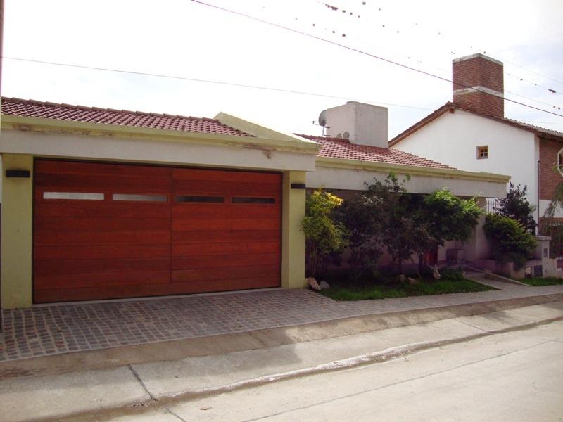 muy linda casa en venta en carlos paz, barrio la cuesta.