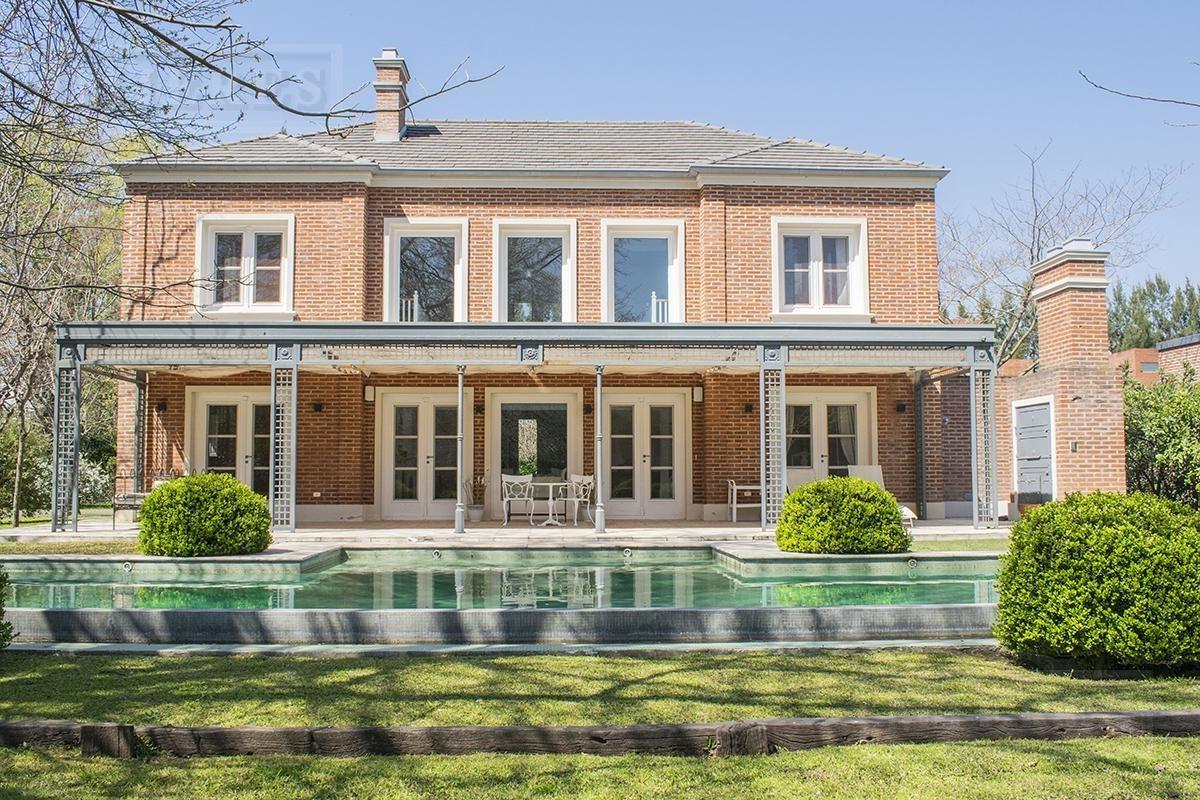 muy linda casa en venta en mayling club de campo