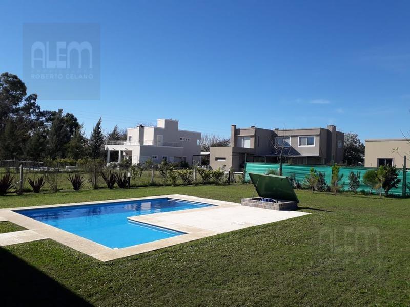 muy linda casa nueva con piscina