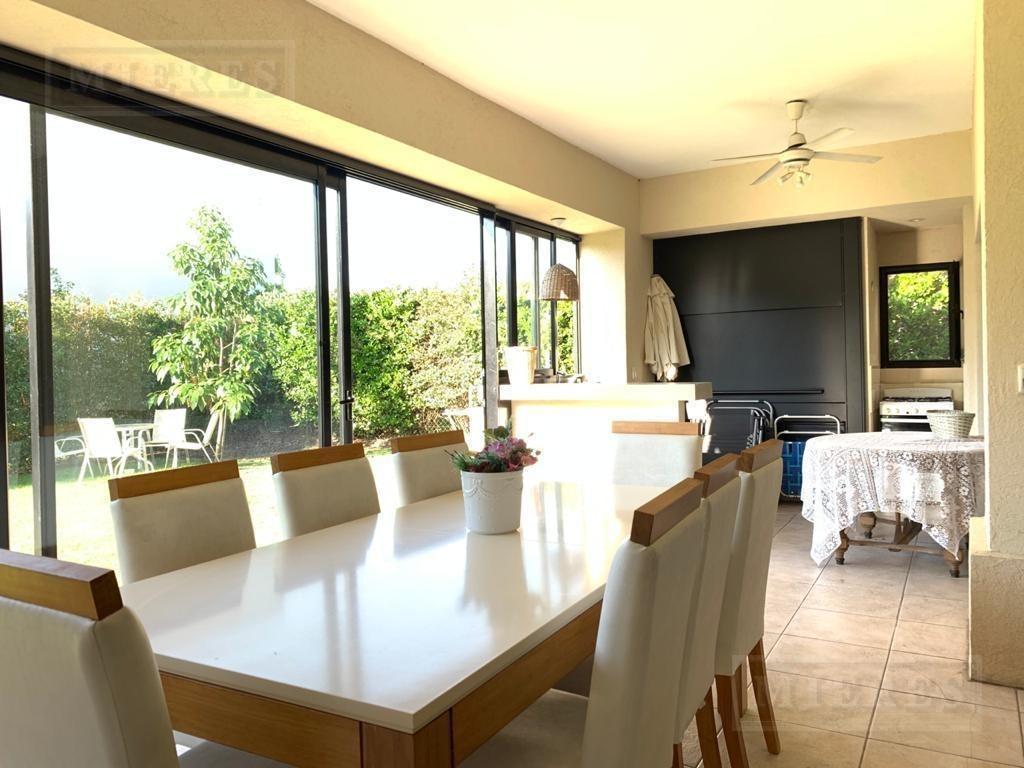 muy linda y cómoda casa en una planta en venta - barrio la damasia