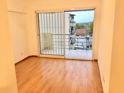 muy lindo 3 ambientes en duplex con balcón y terraza