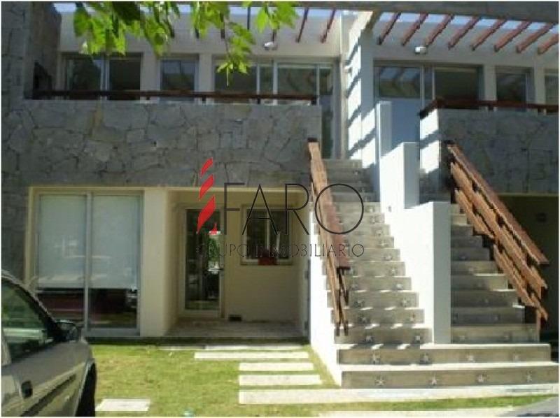 muy lindo apartamento, bien ubicado, a  100 mts del arroyo de la barra,-ref:36459