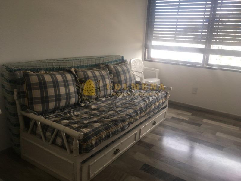 muy lindo apartamento de 3 dormitorios con balcon. ubicado en la brava, con muy buena vista.-ref:787