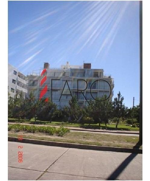 muy lindo apartamento en la zona de playa mansa!-ref:36141