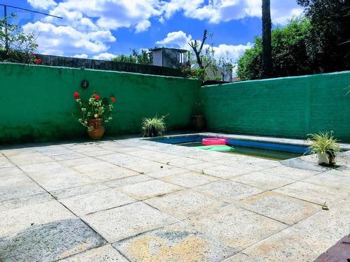 muy lindo chalet de 4 ambientes con quincho y piscina!