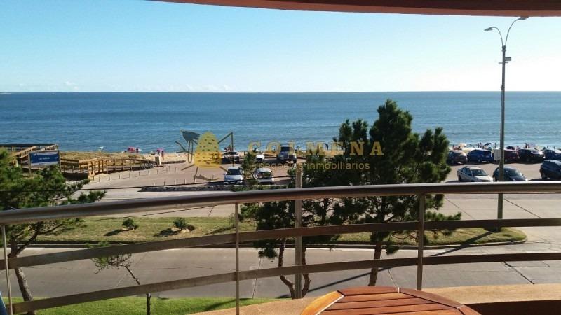 muy lindo departamento de 1 dormitorio y medio con 2 baños en plena rambla de playa mansa - vista frontal al mar  - consulte!!!!!- ref: 1711