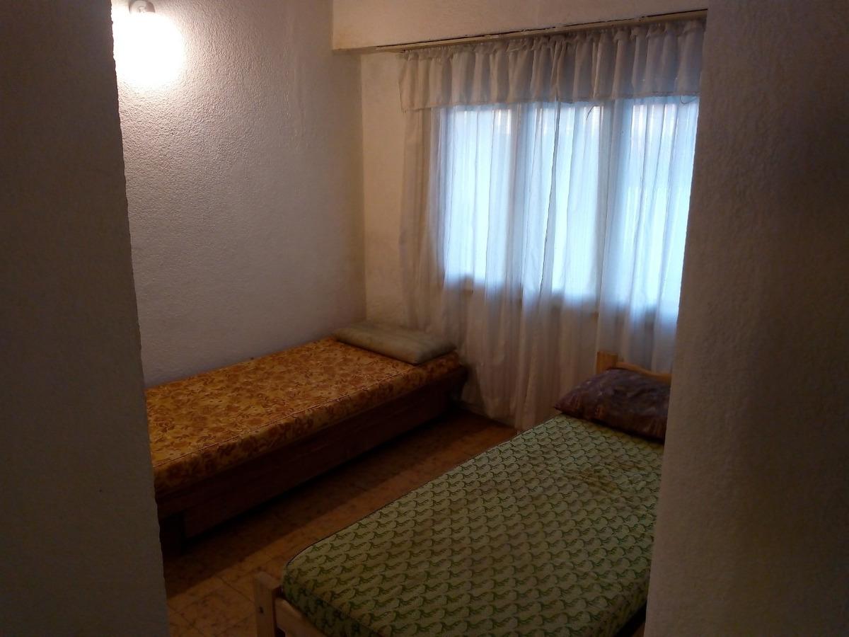 muy lindo duplex con 3 dormitorios 2 baños y cochera.