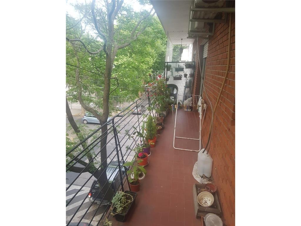 muy lindo y amplio 2 ambientes con balcón corrido al frente
