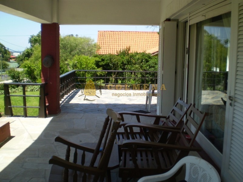 muy solida casa a metros de playa mansa en pinares!-ref:1468