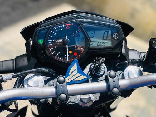 naked yamaha moto