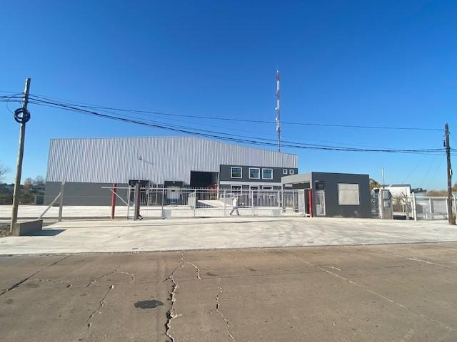 nave 4700m2 c/oficinas - parque industrial pilar
