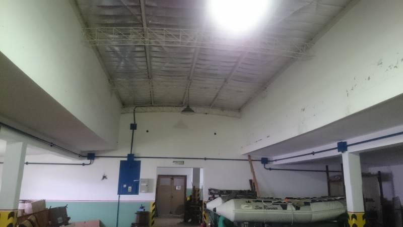 nave con buenas oficinas en parque industrial platanos
