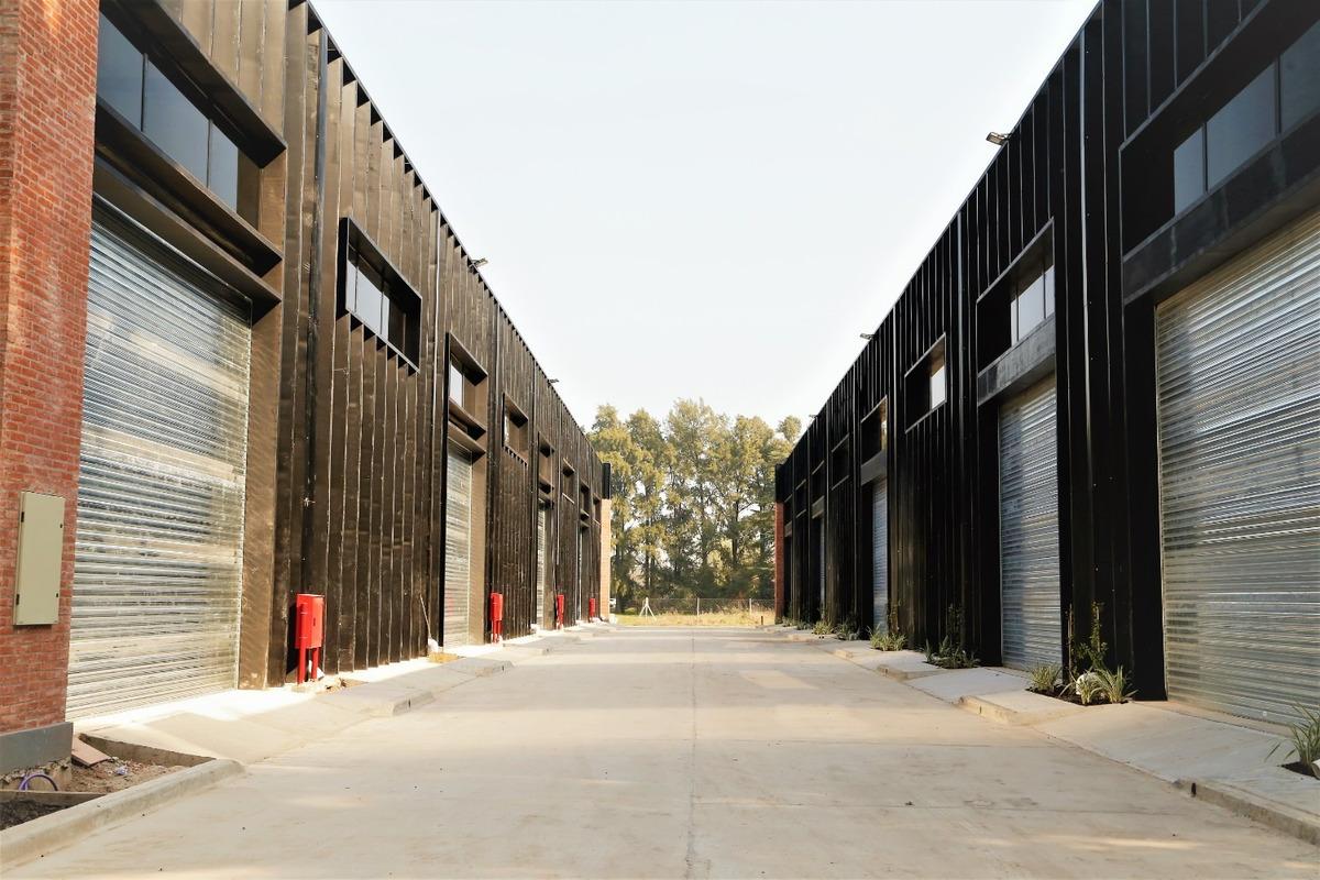 nave industrial 1.680 m² en alquiler en pilar
