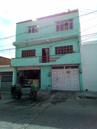 nave industrial 3  plantas con local comercial