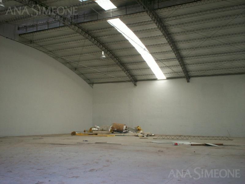nave industrial de 1.500 m2 en recinto industrial cerrado