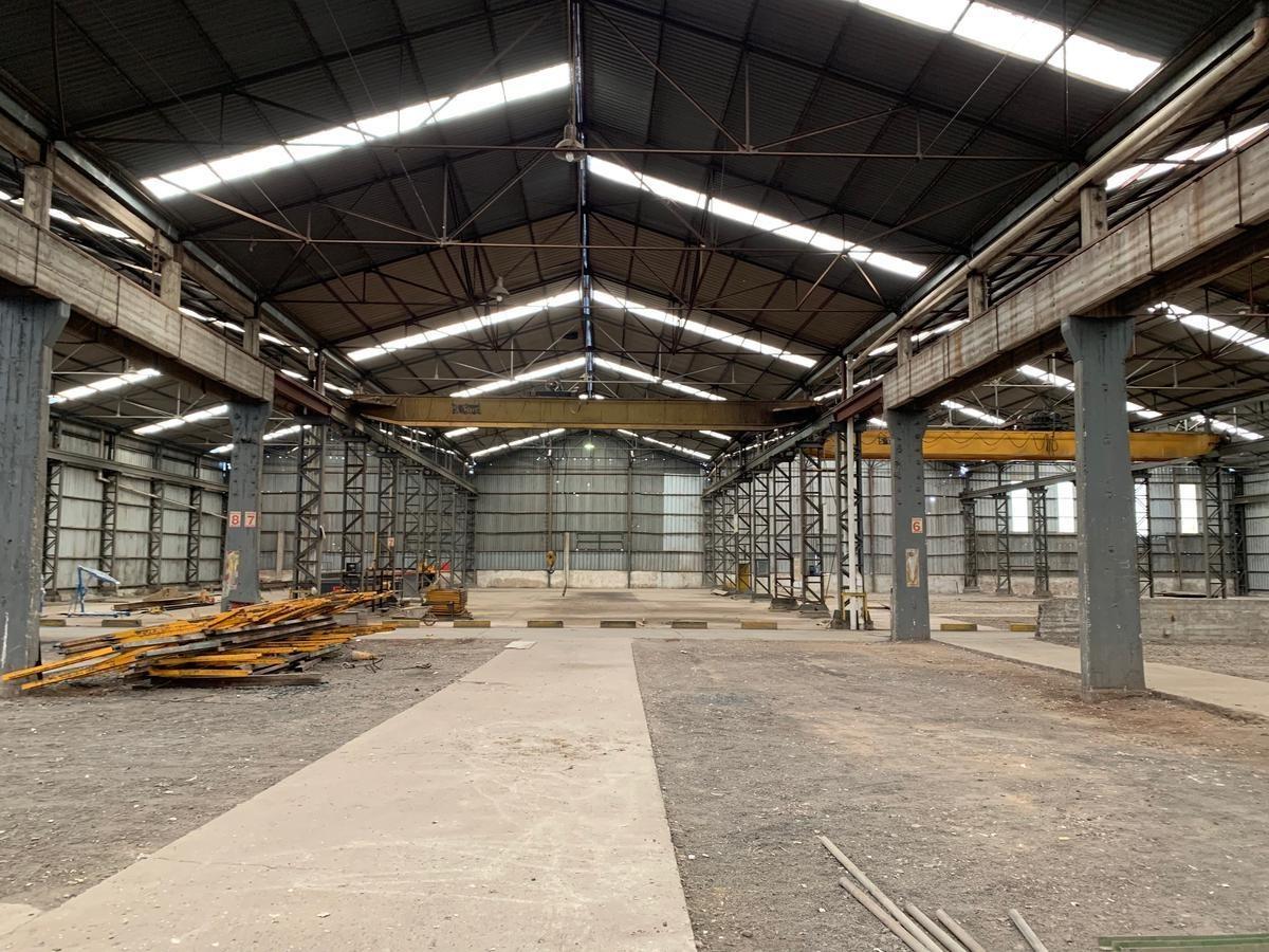 nave industrial  de 8.500 m2 aprox. cubiertos sobre 11.100 m2 libres- rosario