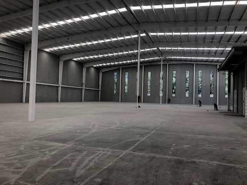 nave nueva en renta  1751 m2 / oficinas en conjunto  trebol