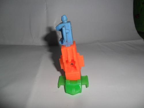 nave transformer encastre retro robot miniatura