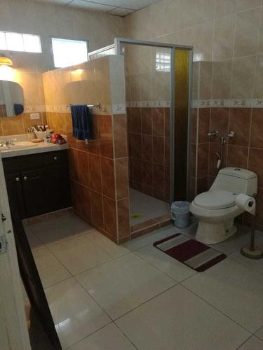 negociable, casa de 3 habitaciones, 2 baños.