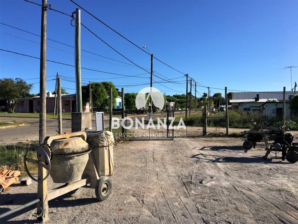negocio en piriápolis, se vende fabrica de bloques y terreno