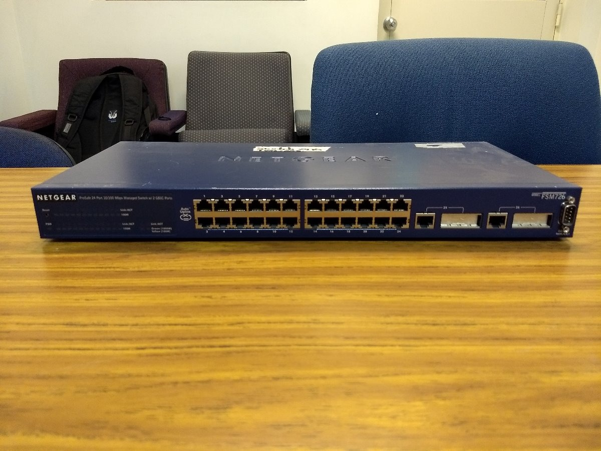 NETGEAR FSM726S Switch Vista