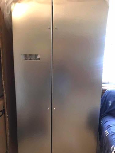 nevera dos puertas con panel digital .. nueva