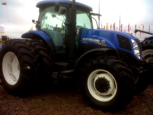 new holland tractores