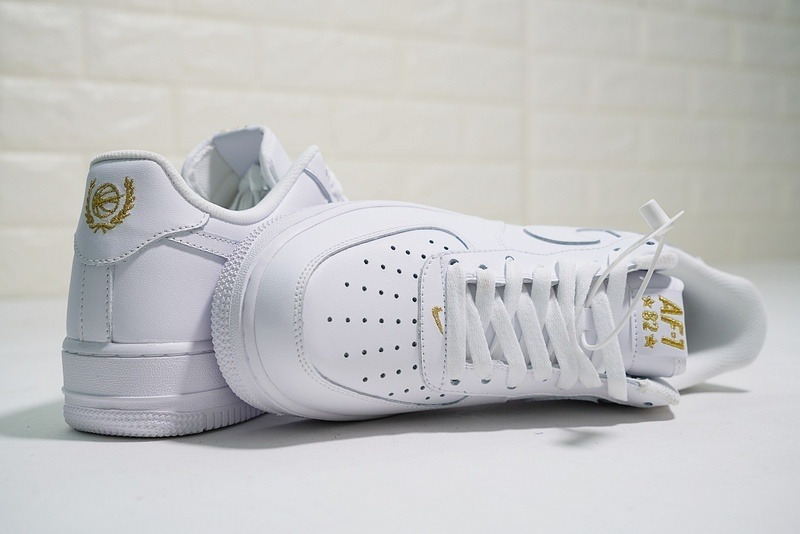 hot sale online 1a745 98006 Nike Air Force 1 Low Crest Logo 82