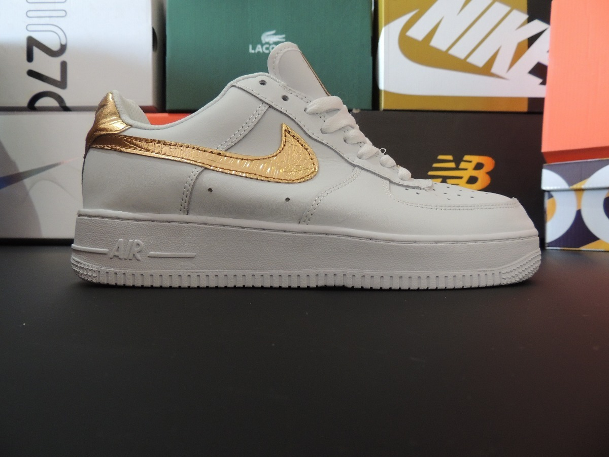 new product 9ef56 b1fc7 nike air force one cr7 blancos piel con paloma dorada. Cargando zoom.