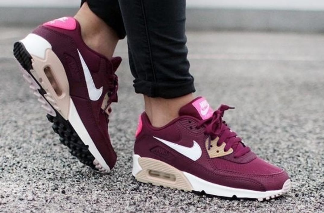 Nike Air Max 90 Dama. Color Bordo.