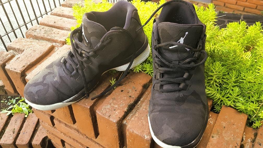 00ca6046149 nike jordan b. fly basquet negras y blancas zapatillas. Cargando zoom.