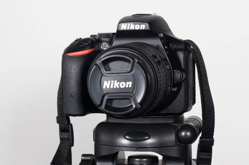 nikon d5500 + tripode cabeza fluida + memoria + - poco uso