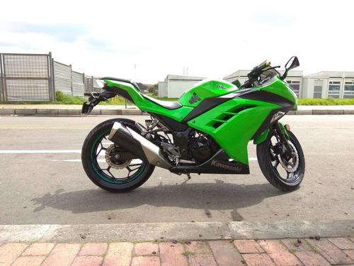 ninja 300 modelo 2013, color verde lima, unico dueño.