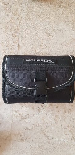 nintendo dsi (usado), con estuche, cargador y 1 juego