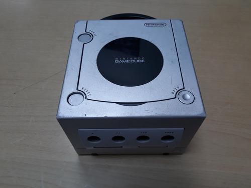 nintendo game cube, no lee juegos, solo consola repuestos