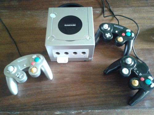 nintendo gamecube + 3 controles + chip + 14 juegos disco peq