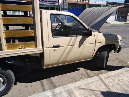 nissan año 1987 camioneta estaca