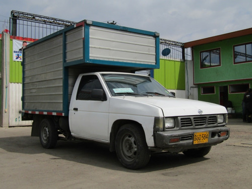 nissan d-21 furgon