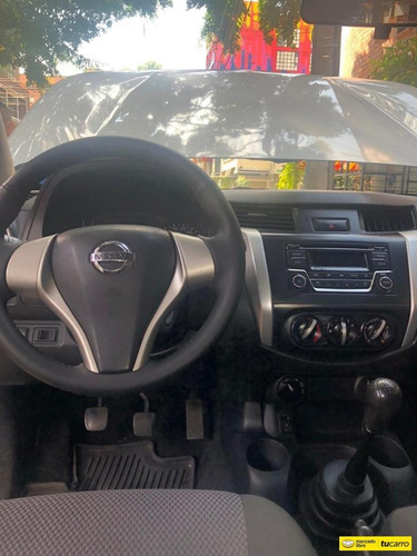 nissan  frontier np300 4*4 2500cc