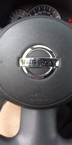 nissan march 2012 1.0 5p