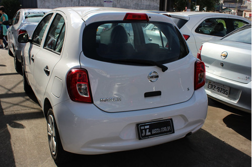 nissan march carro