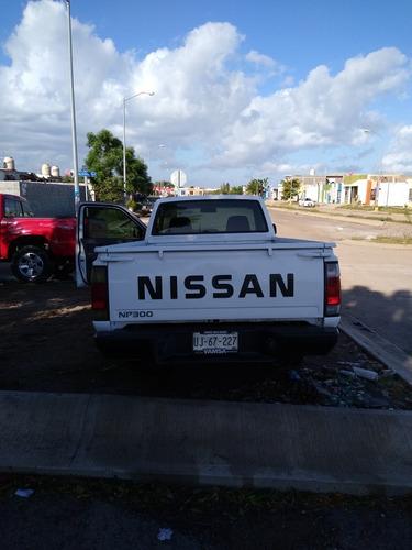 nissan np300 2.4 chasis dh mt 2011