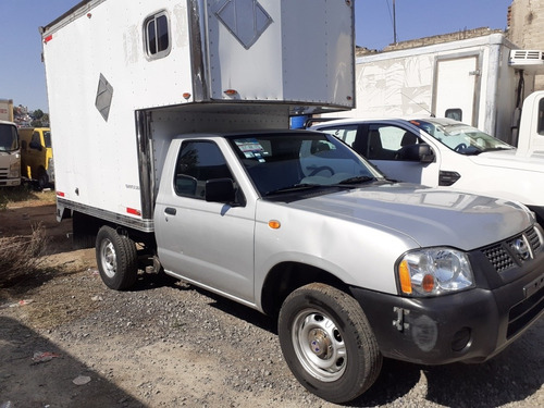nissan np300 2.4 chasis dh mt 2015