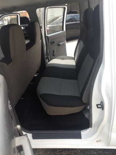 nissan np300 2.4 doble cabina 4x2 2014