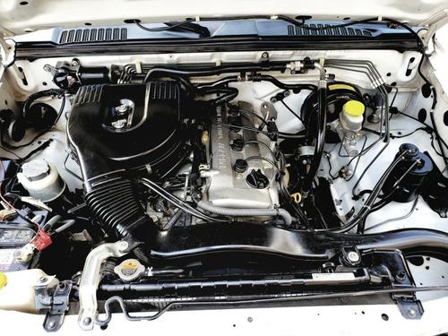 nissan np300 2.4 doble cabina 4x4 mt 2014 autos puebla