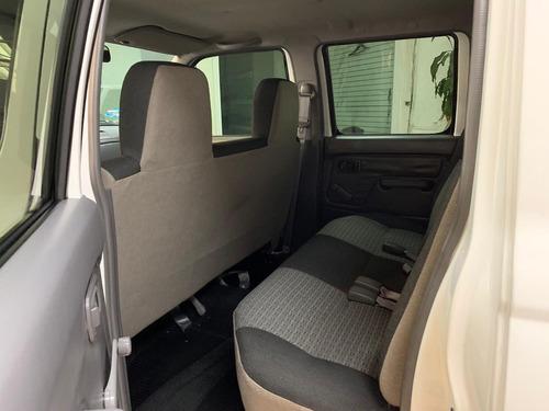 nissan np300 2.4 doble cabina lujo mt extremadamente nueva