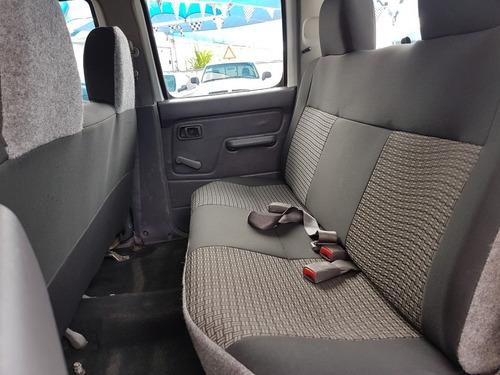 nissan np300 2.4 doble cabina típica 2012