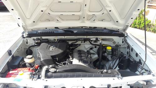 nissan np300 2.4 estacas dh aire acondicionado mt 2013