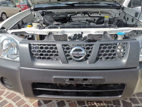 nissan np300 2.4 pick-up dh mt 2015